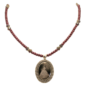 Lincoln pearl necklace